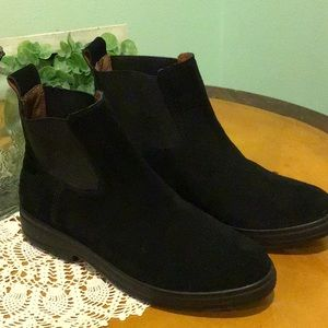 NWOT Lucky Brand black suede leather ankle boots